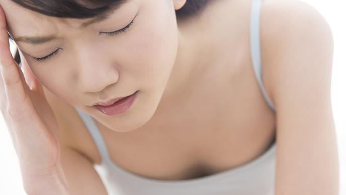 不正出血が続き子宮外妊娠を疑う女性