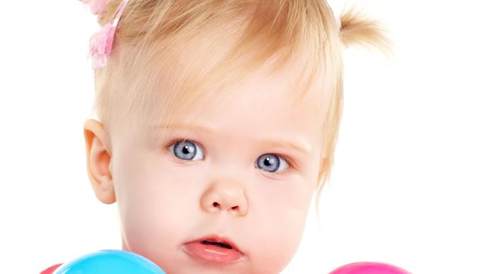 青い目が印象的な今時の名前の女の子