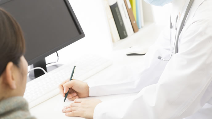 出血が不安で婦人科に受診する女性