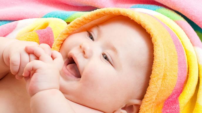 鼻水をとってもらい喜ぶ赤ちゃん