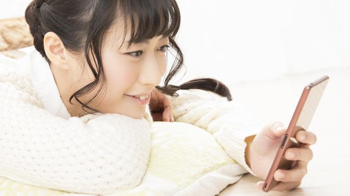 ネットで赤ちゃんの鼻水を吸うコツを検索するママ
