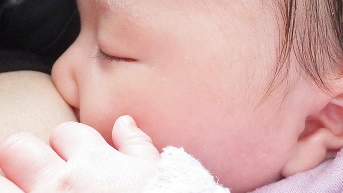 新生児黄疸が治りすやすや眠る赤ちゃん