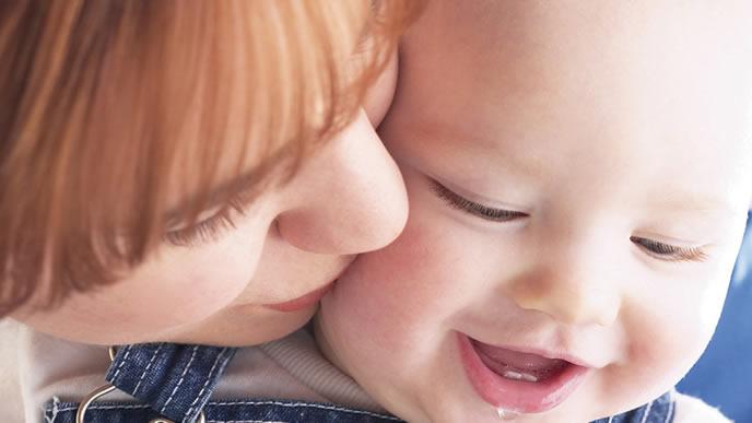 不機嫌が一転して笑顔になるママ大好きの赤ちゃん