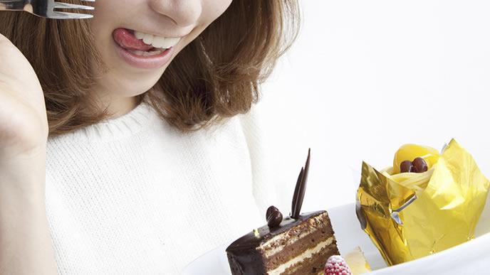 妊娠超初期症状が出ているが甘いものに目がない女性