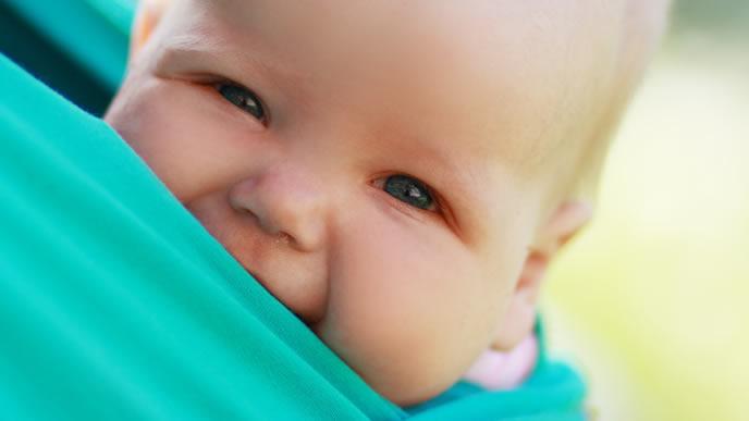 日焼け対策の抱っこ紐で快適に過ごす赤ちゃん