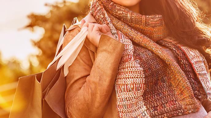 寒い季節に合わせた服装のおしゃれな妊婦