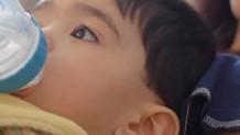 赤ちゃんに水分補給を!タイミング&白湯や麦茶の飲ませ方