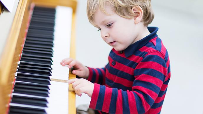 ピアノが大好きな才能溢れる男の子