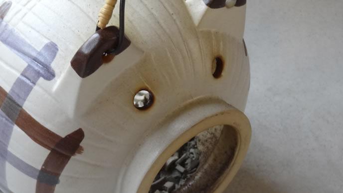 蚊取り線香を置く陶器のブタ