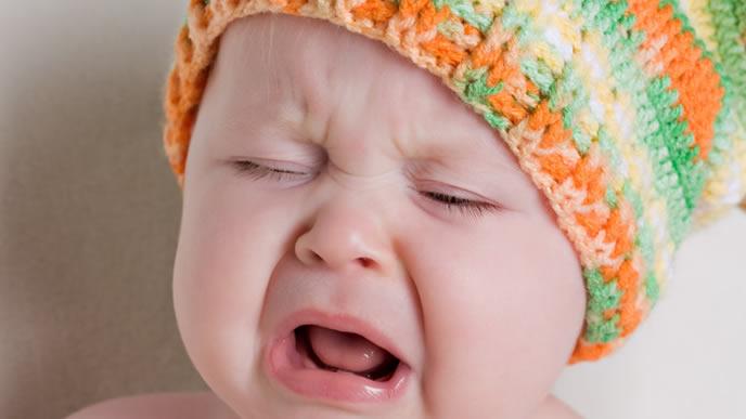 夜中に蚊に刺され起きてしまった赤ちゃん