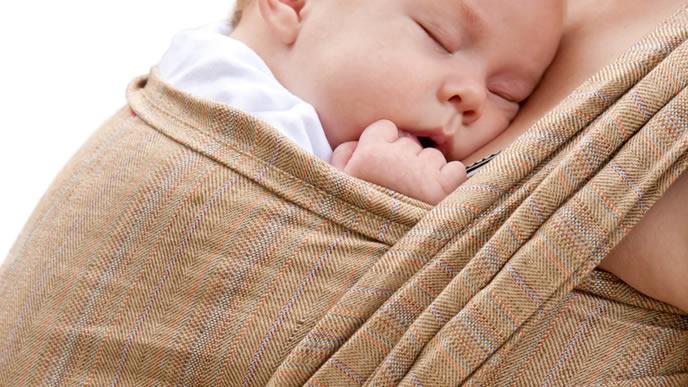 スリングで気持ちよく眠る赤ちゃん