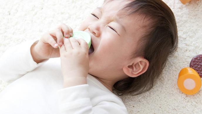 お腹が痛くて離乳食が食べられない赤ちゃん