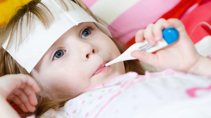 熱が下がらずうつろな目の赤ちゃん