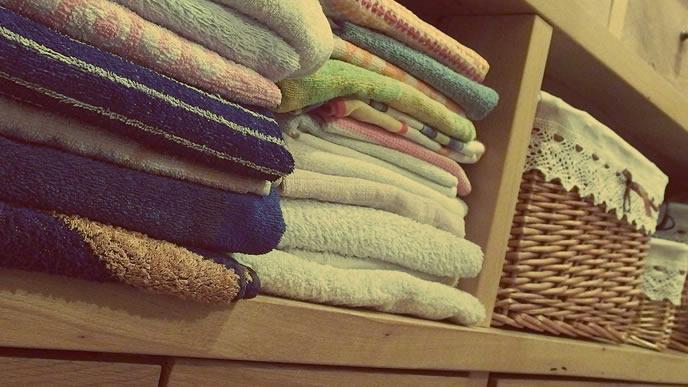 プール熱の感染を防ぐためタオルを分ける家庭