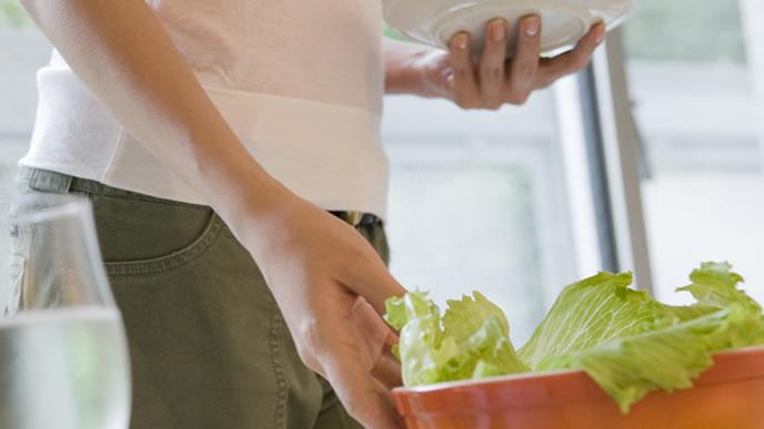 食生活を野菜中心に変える女性