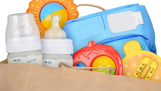 赤ちゃんのおもちゃが詰まったマザーズバッグ