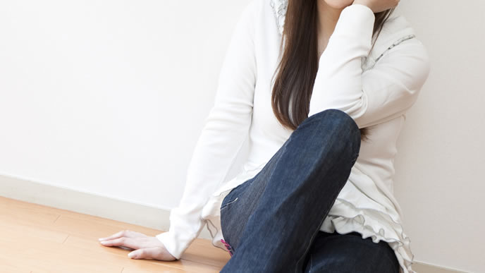 妊娠11週目の体調の変化を考える女性
