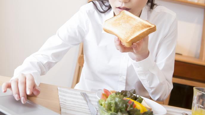 妊娠中でも不摂生な食事がやめられない女性