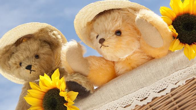 日焼け対策で麦わら帽子をかぶったぬいぐるみ