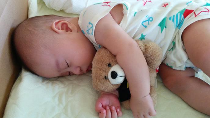 とびひが治りぐっすり眠る赤ちゃん