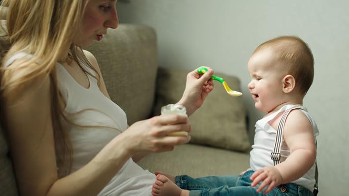 離乳食が口に合わず嫌がる赤ちゃん