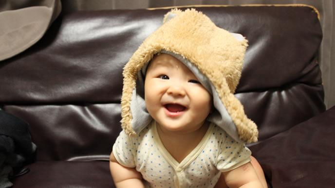 ママ手作りの帽子に大満足の赤ちゃん