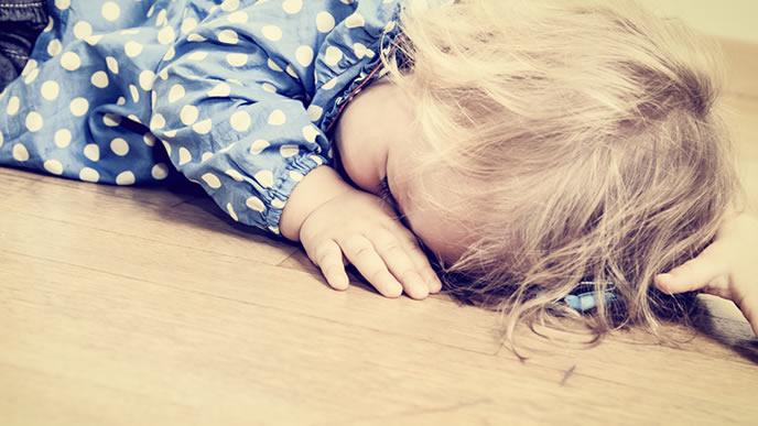 駄々をこねて寝てしまった赤ちゃん