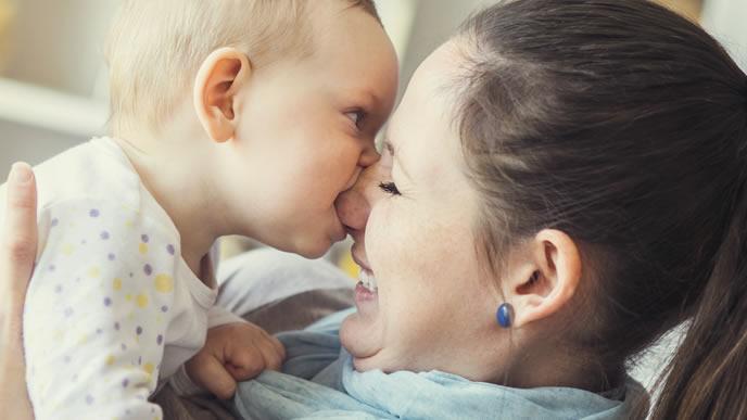 とびひが治り赤ちゃんとコミュニケーションをとるママ