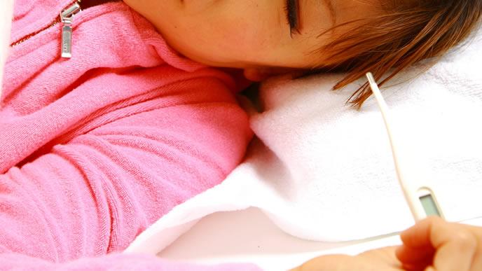 基礎体温を計る途中に眠る女性