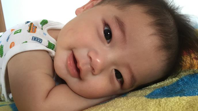 夜泣きしないため熟睡の寝起きの良い赤ちゃん