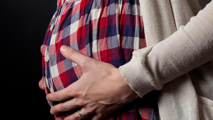 立ち合い出産を行うか考えている夫婦