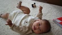 赤ちゃんがうなるのは不快感が原因?便秘や病気との関係