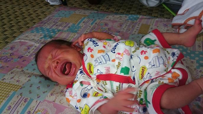 ミルクが嫌でギャン泣きする赤ちゃん