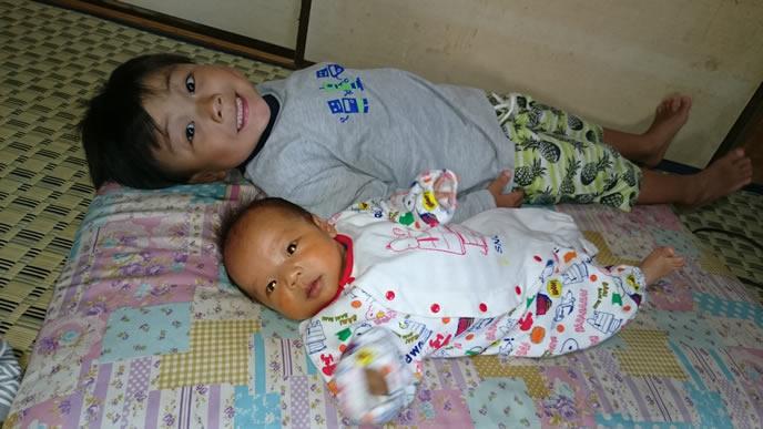 兄と身長を比べられる弟