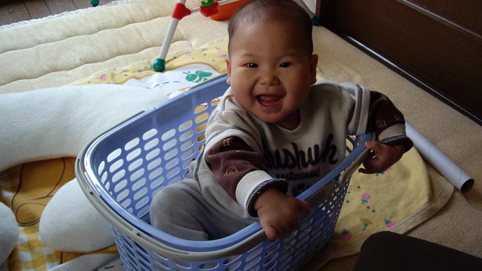 いつの間にか洗濯カゴに入っていた赤ちゃん