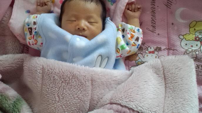 母乳育児で便秘になった赤ちゃん