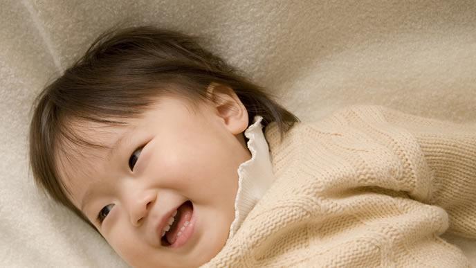 中耳炎が治り機嫌が良くなる赤ちゃん