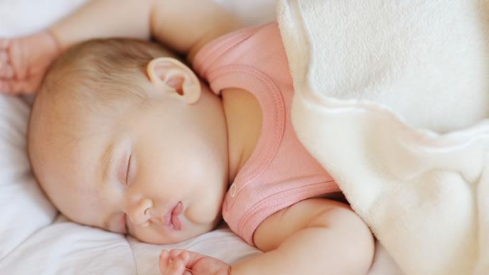 中耳炎の薬を飲んで眠りについた赤ちゃん