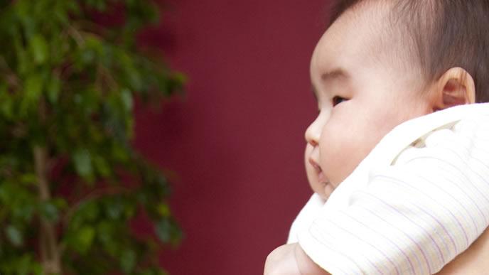 耳の聞こえが悪く中耳炎を疑われる赤ちゃん