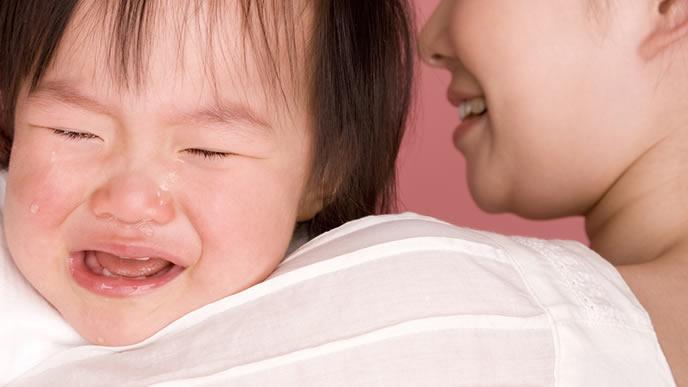 反復性中耳炎にかかり不調を訴える赤ちゃん