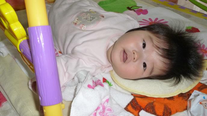 ママが近づくと目を覚ます赤ちゃん