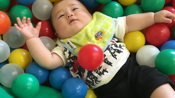 ボールプールで溺れる赤ちゃん