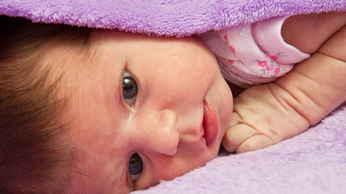 ふと目覚める眠りの浅い赤ちゃん