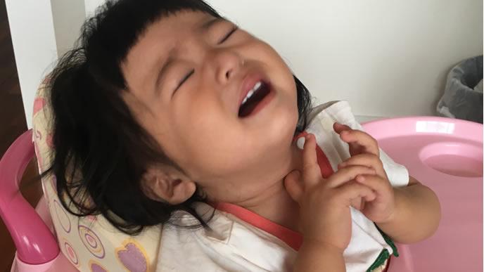 寝起きにギャン泣きする女の子