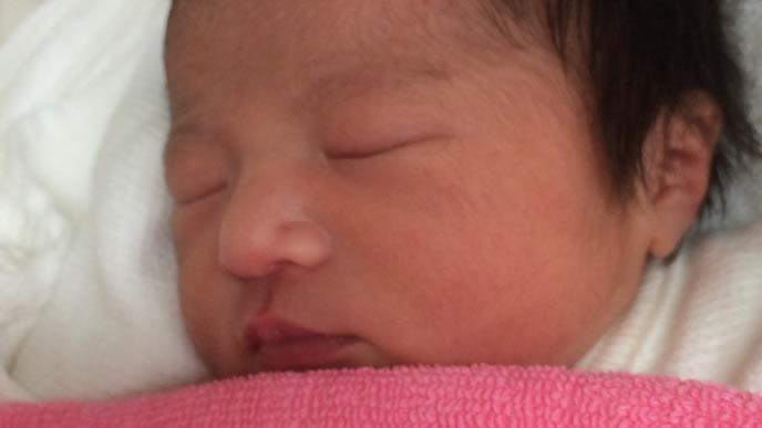 新生児の可愛い寝顔