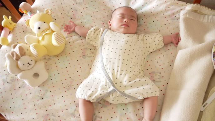 大の字で豪快に寝る赤ちゃん