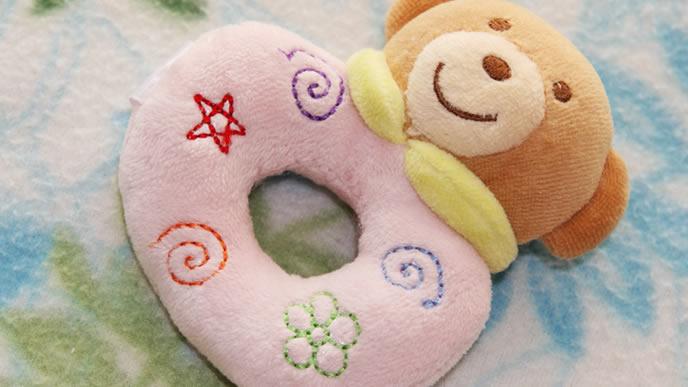 綿の柔らかい素材でできた赤ちゃんにも安心のにぎにぎ
