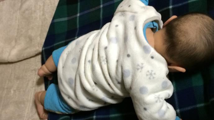 うつ伏せで寝てしまった赤ちゃん