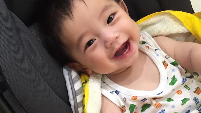 人見知りがあまりなく笑顔が絶えない赤ちゃん