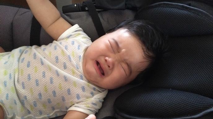 鼻水を放置されてギャン泣き中の赤ちゃん